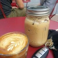 Foto tomada en Little Amps Coffee Roasters por Eric M. el 7/29/2014