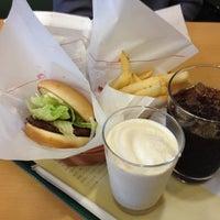 Photo taken at MOS Burger by Kenji K. on 10/14/2012