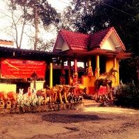 Photo taken at ศาลเจ้าแม่เขาเกลือ อ.โป่งน้ำร้อน จันทบุรี by Thongchai_pik S. on 10/29/2012