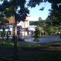 Photo taken at Universitas Hasanuddin by Gabryela on 5/27/2013