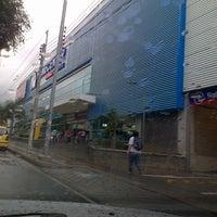 Foto tomada en Homecenter y Constructor Bucaramanga por Sebastian B. el 11/17/2012