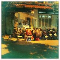 Photo taken at Trà Chanh Đào Duy Từ by Lê M. on 1/9/2013