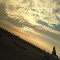 Photo taken at Gate 33 by o_no_chang on 5/5/2013
