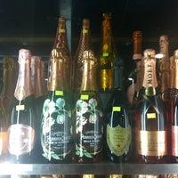 Foto tomada en El Carajo Tapas and Wine por Vanessa V. el 12/31/2012