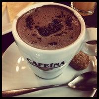 Photo taken at Cafeína by Fernanda A. on 11/11/2012