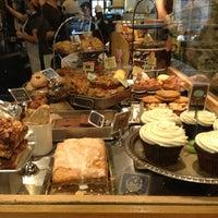 Das Foto wurde bei Flour Bakery & Cafe von Malan A. am 5/20/2013 aufgenommen