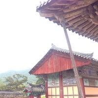 Photo taken at 통도사 영산전 by Ximena M. on 9/10/2016