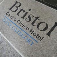 Foto tirada no(a) Bristol Centro Civico por Beatriz R. em 9/16/2012