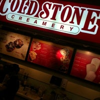 Photo taken at 酷聖石冰淇淋 Cold Stone Creamery by Peter Y. on 12/15/2012