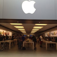 Photo taken at Apple Store by Didolatte;).. on 5/29/2013