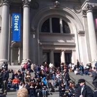3/10/2013 tarihinde An D.ziyaretçi tarafından Metropolitan Museum Steps'de çekilen fotoğraf