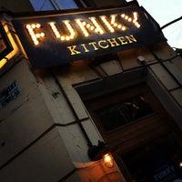 Снимок сделан в Funky Kitchen пользователем Ilya S. 6/13/2013