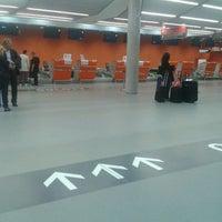 Foto diambil di Warsaw-Modlin Airport oleh Piotr J. pada 9/29/2012
