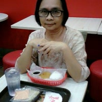Photo taken at Wendy's by lv arcenio d. on 10/17/2014
