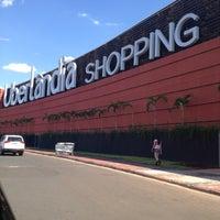 Foto tirada no(a) Uberlândia Shopping por Moisés A. em 11/17/2012