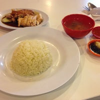 Photo taken at Restoran Kapitan Nasi Ayam by Khairul N. on 3/20/2016