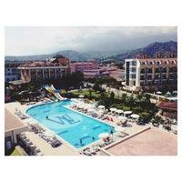 9/29/2013 tarihinde Yana Z.ziyaretçi tarafından White Lilyum Hotel'de çekilen fotoğraf