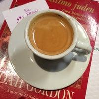 Foto tirada no(a) Café Caliente por Nine C. em 6/20/2013