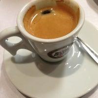 Foto tirada no(a) Café Caliente por Nine C. em 6/6/2013