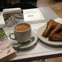 Foto tirada no(a) Café Caliente por Nine C. em 3/15/2013