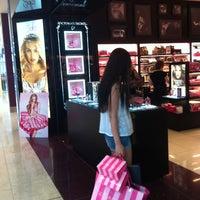 8/17/2013 tarihinde W.DIAMONDziyaretçi tarafından Victoria's Secret'de çekilen fotoğraf
