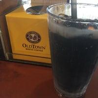 Photo taken at OldTown White Coffee by ahgu L. on 6/17/2017