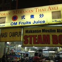 Photo taken at Restoran Makanan Thai Asli / Om Fruit Juice by Safuan dan S. on 11/4/2012