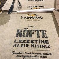 รูปภาพถ่ายที่ Somunarası (Bir Balkan Köftecisi) โดย Ahmet K. เมื่อ 5/12/2018