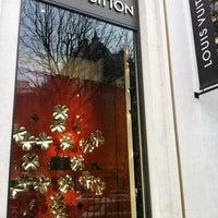 Das Foto wurde bei Louis Vuitton von АсЯ:) am 11/16/2012 aufgenommen