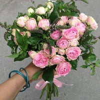 Photo taken at Студия флористического дизайна Екатерины Ниловой by Yuliya K. on 8/9/2013