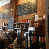 Foto tomada en Cafe Grumpy por Bryan F. el 2/24/2013