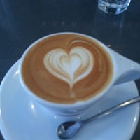 4/27/2013 tarihinde lauren A.ziyaretçi tarafından Intelligentsia Coffee Bar'de çekilen fotoğraf