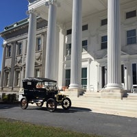 Photo taken at Staatsburgh State Historic Site (Mills Mansion) by Joey G. on 10/5/2014