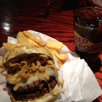 Photo taken at Red Robin Gourmet Burgers by Kenny H. on 12/17/2012