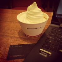 Photo taken at A TWOSOME PLACE by Johngwon on 4/6/2014