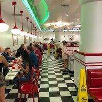 4/28/2018 tarihinde Erikziyaretçi tarafından In-N-Out Burger'de çekilen fotoğraf