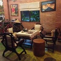 Photo taken at Doi Chang Coffee by E Nu oil B. on 10/22/2012