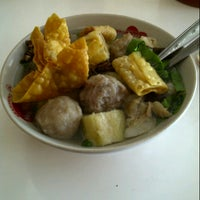 Photo taken at Bakso Kikil Seruni by Hillman M. on 2/14/2013