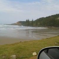 Foto tirada no(a) Praia da Ribanceira por Elaine M. em 10/16/2012