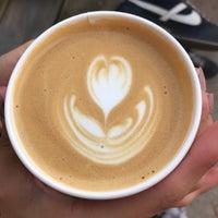 Foto tirada no(a) Fleet Coffee Co por Daniel Z. em 4/20/2017