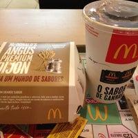 Foto tirada no(a) McDonald's por Hernan H. em 5/13/2013