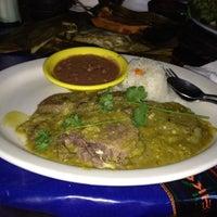 รูปภาพถ่ายที่ El Comal Mexican Restaurant โดย Heather K. เมื่อ 5/13/2012