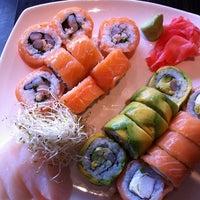 Foto tomada en Sushi House por Amy L. el 7/18/2013