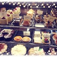 Foto tomada en Le Rêve Bakery & Café por Nicky H. el 3/5/2013