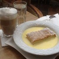 Das Foto wurde bei La Piazza Cafe Bar von Alena K. am 3/31/2013 aufgenommen