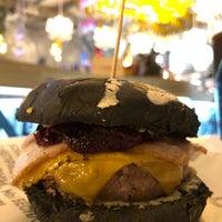 11/29/2017 tarihinde Denis S.ziyaretçi tarafından Burger Heroes'de çekilen fotoğraf