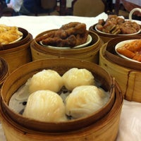 Photo taken at Kam Wah Loong Chinese Restaurant by Aldrich B. on 1/28/2013