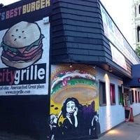 Foto tomada en City Grille por Fat P. el 5/26/2014
