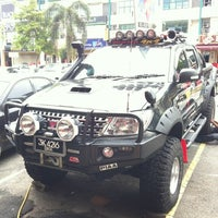 Photo taken at Top Up 4x4 Centre by Dzul Fadli N. on 9/27/2012