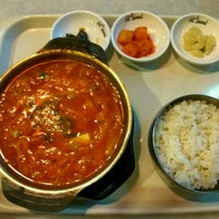 Photo taken at Hi Seoul Korean Fusion Foods by Keph I. on 11/28/2016